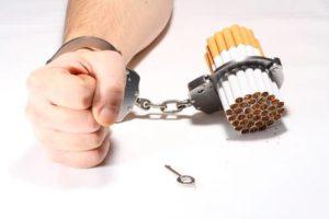 fumador-encadenado-al-tabaco